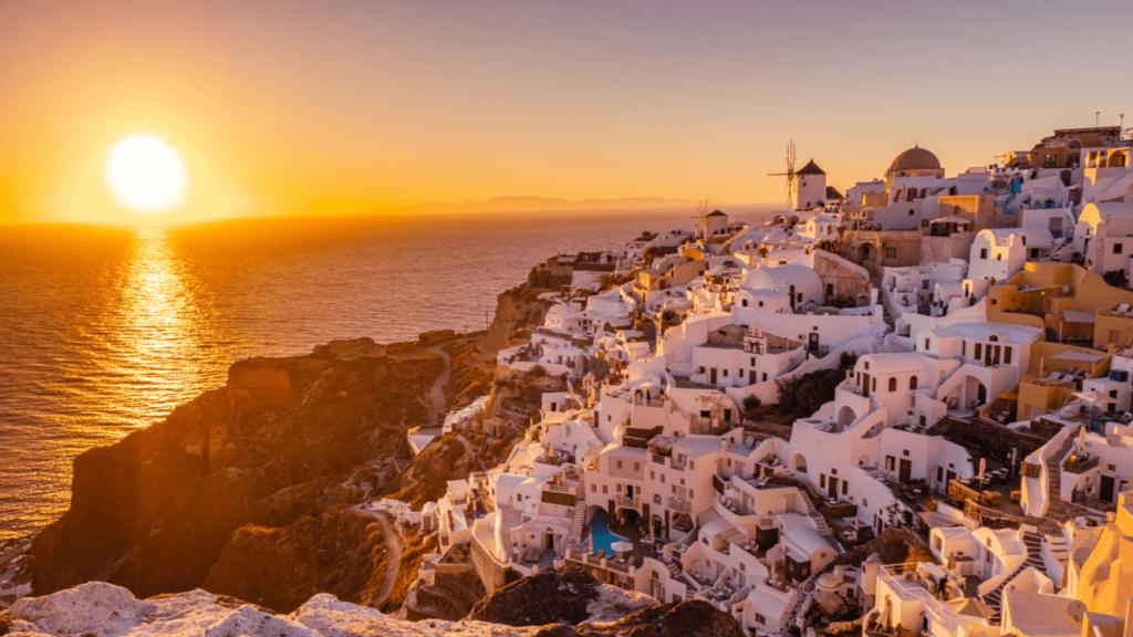 Apus in Oia Santorini Grecia