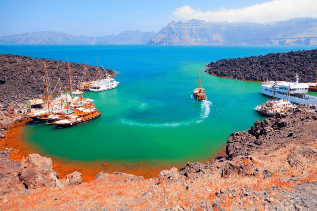 Insule vulcanice Santorini Plaja rosie