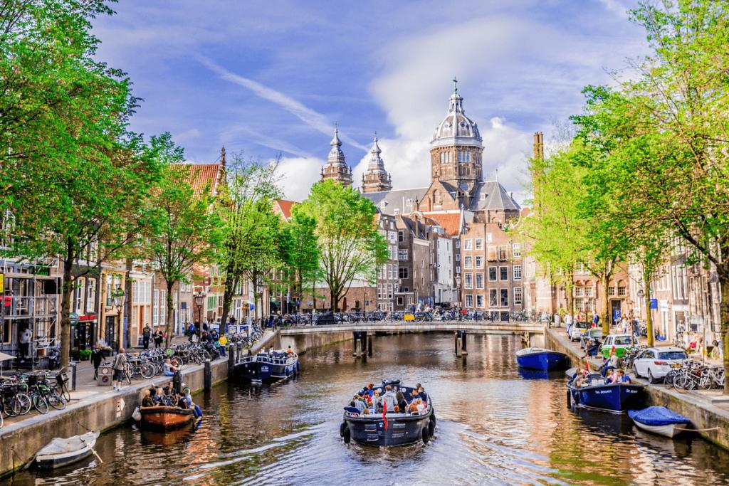 plimbare cu barca city break Amsterdam