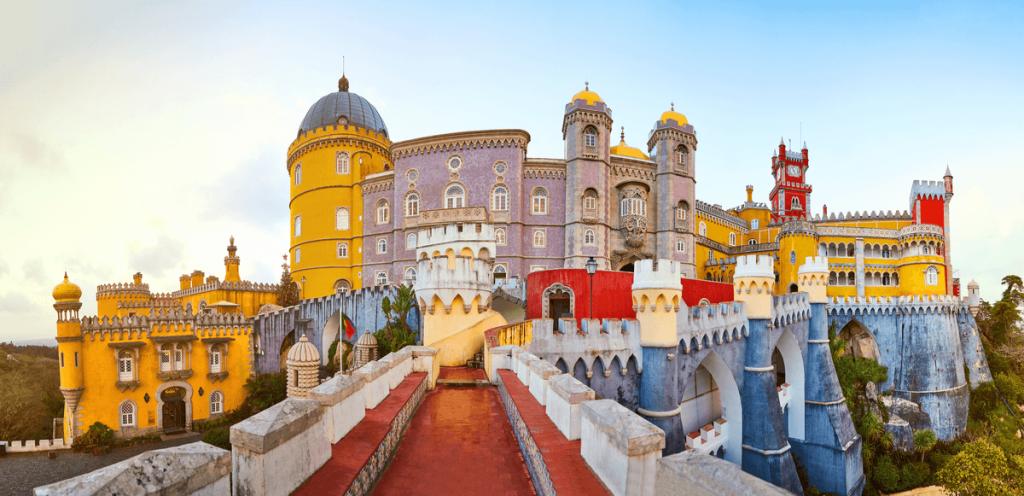 destinații calde iarna în Europa Palatul Pena Sintra